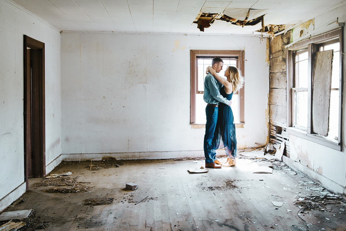 Abandoned house, abandoned house engagement, engagement photography, engagement pictures, spooky engagement