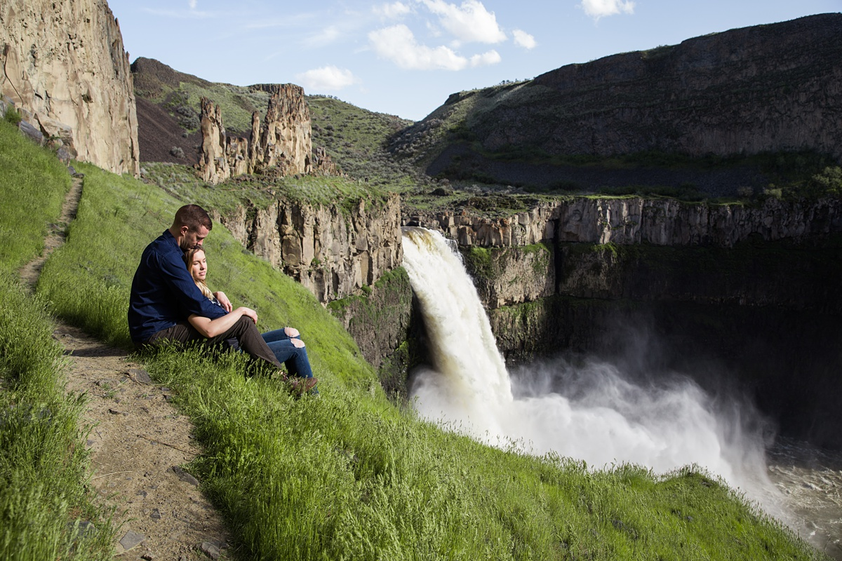 Couple on trail at Palouse Falls