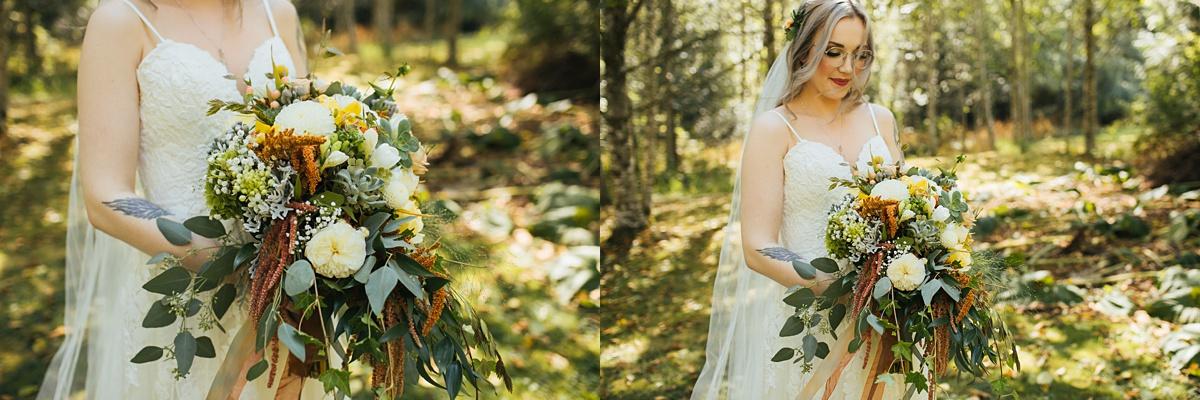 beau lodge wedding details of brides boquet