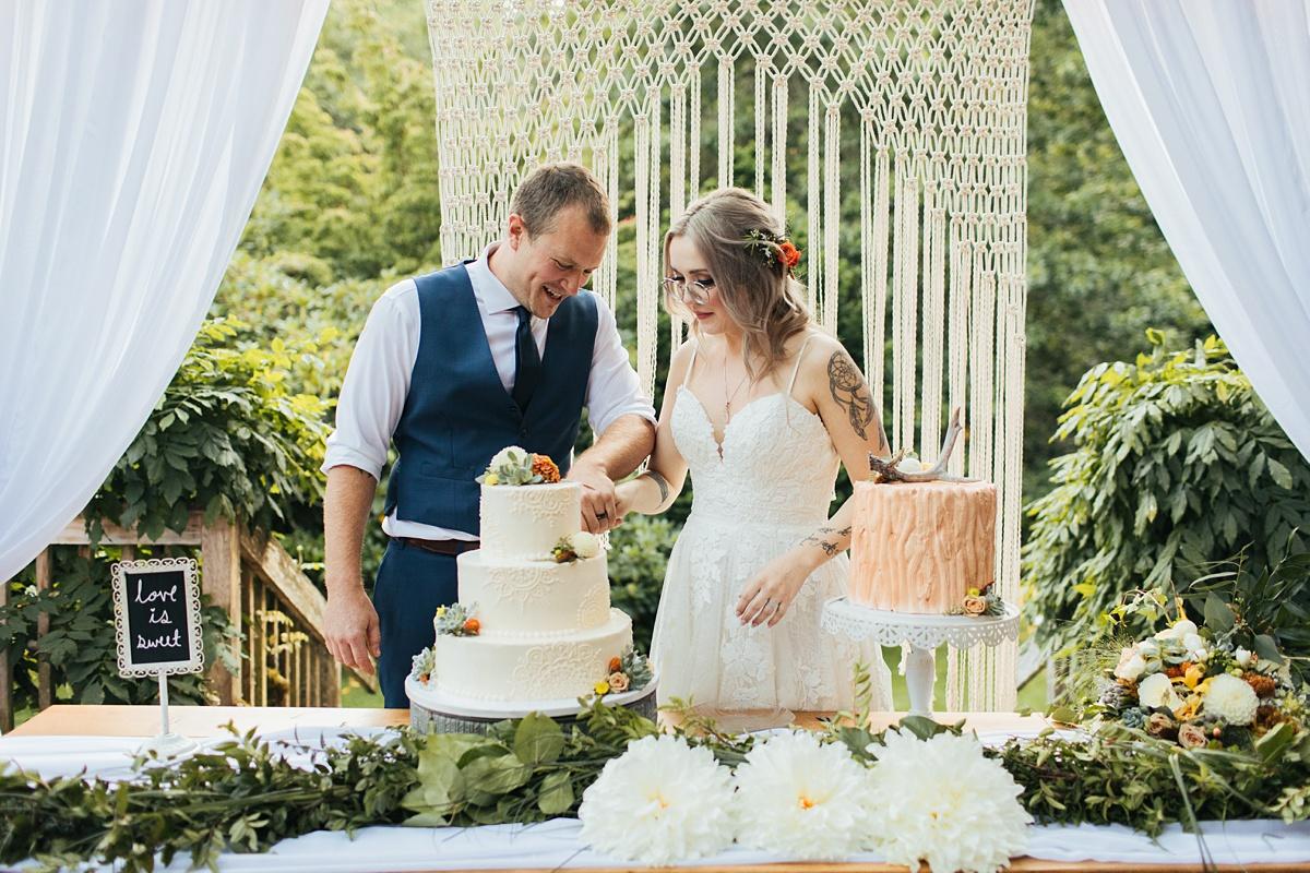 beau lodge wedding bride and groom cutting cake