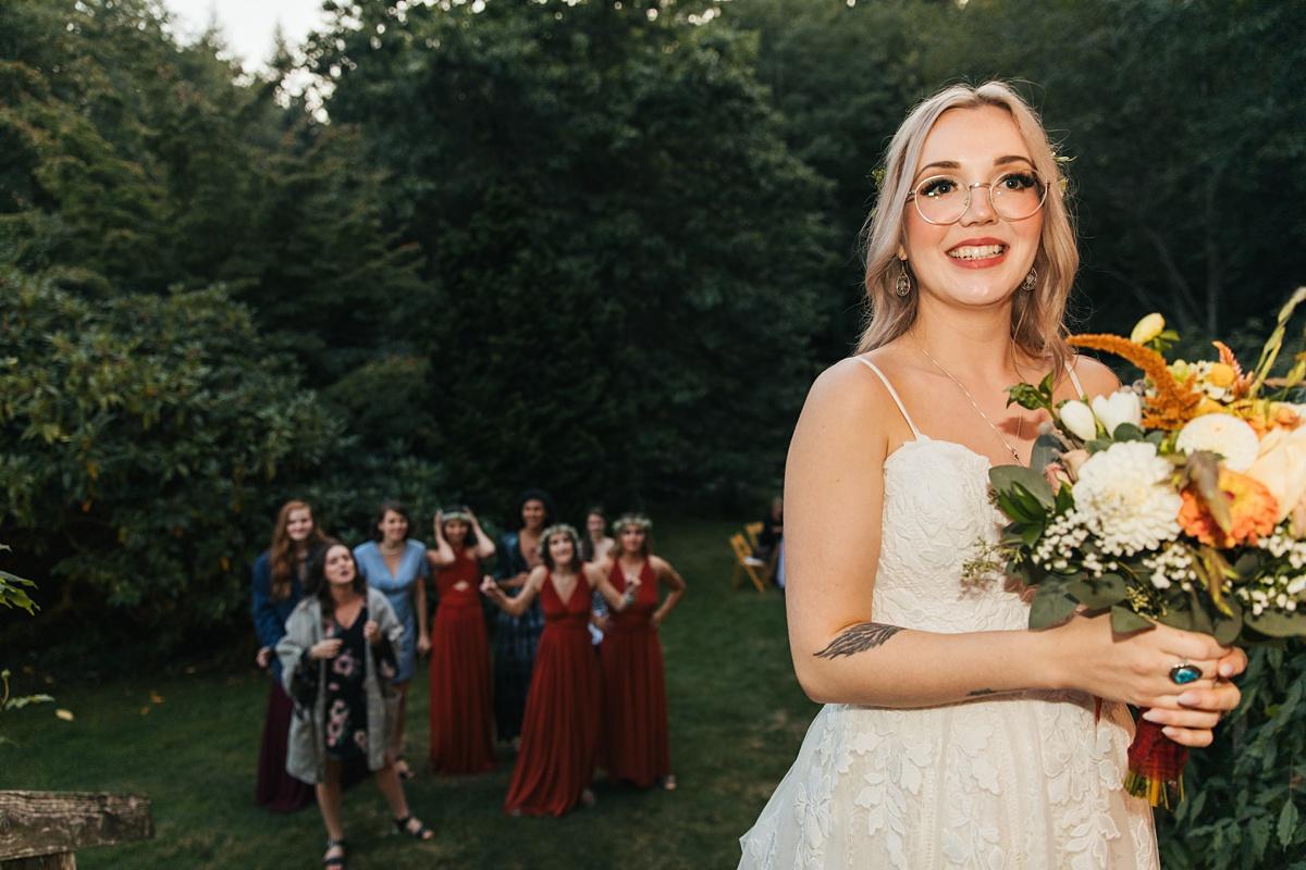 beau lodge wedding bride getting ready to throw boquet