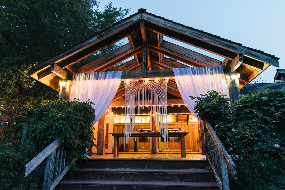 beau lodge wedding venue in the evening